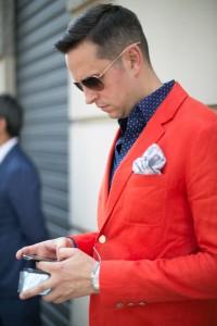 raudoni vyriski kostiumai